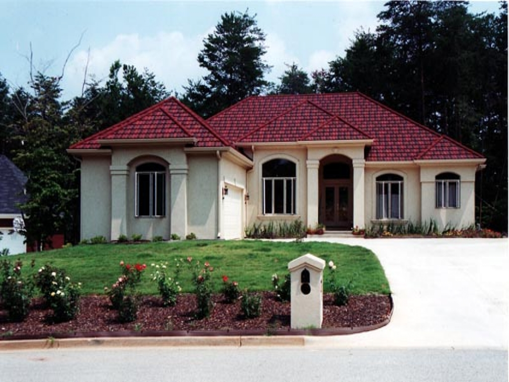 Spanish mediterranean style homes small mediterranean for Spanish style ranch house plans
