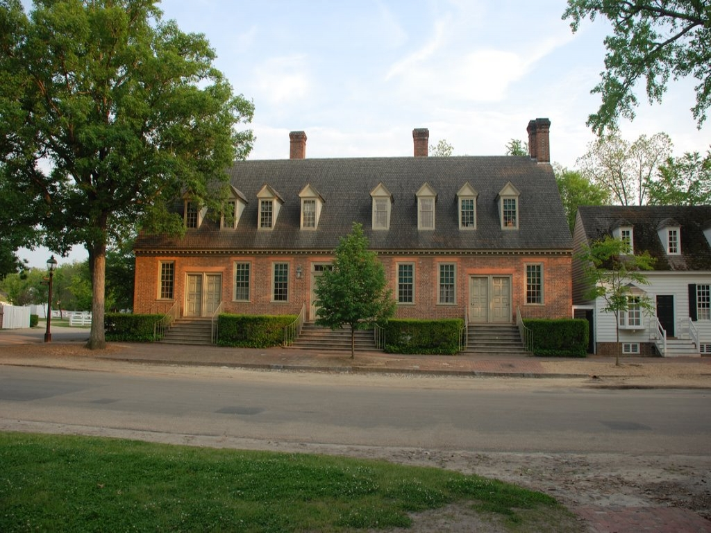 Colonial williamsburg brick house tavern colonial for Williamsburg house plans