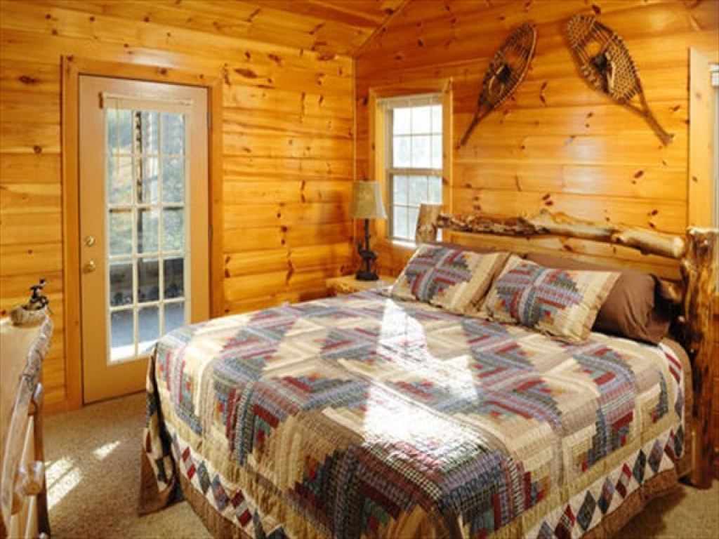 Log cabin twin size bed with indoor lights log cabin with for 3 bedroom log cabin homes