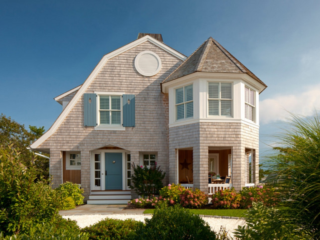 Small shingle style cottage small french cottage beach for Small french country cottage