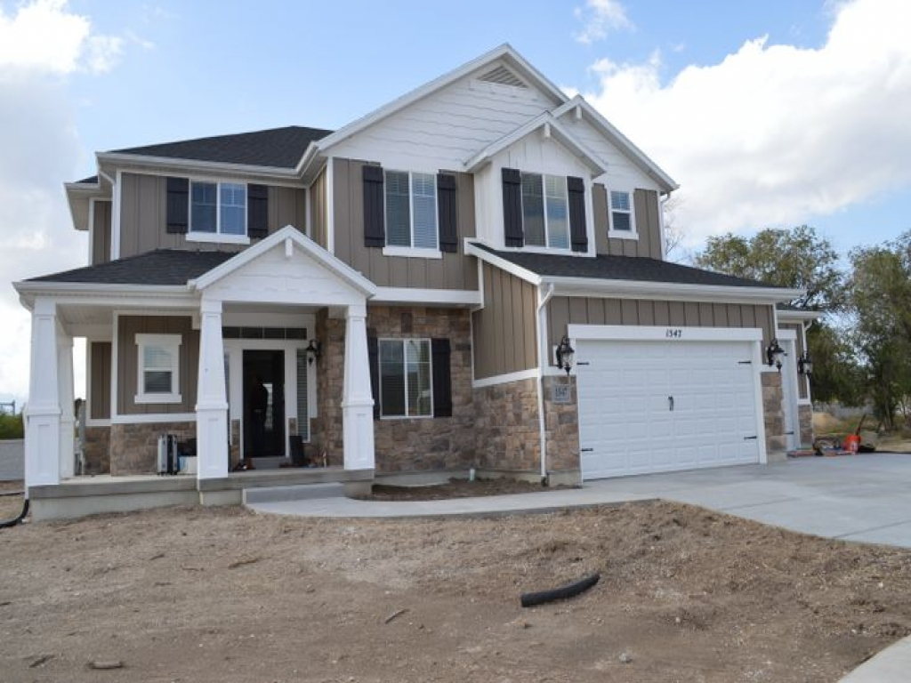 Beautiful craftsman style home features of craftsman style for Craftsman style homes for sale in nh