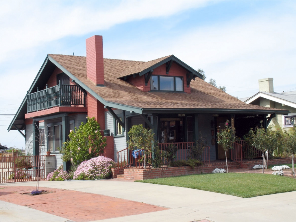 Craftsman bungalow style home exterior american craftsman for Exterior 2 story homes