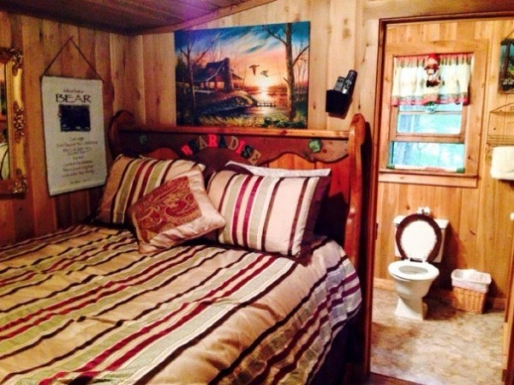 600 sq ft bearadise tiny cabin vacation 0010 how big is 600 square feet apartment 600 sq ft. Black Bedroom Furniture Sets. Home Design Ideas