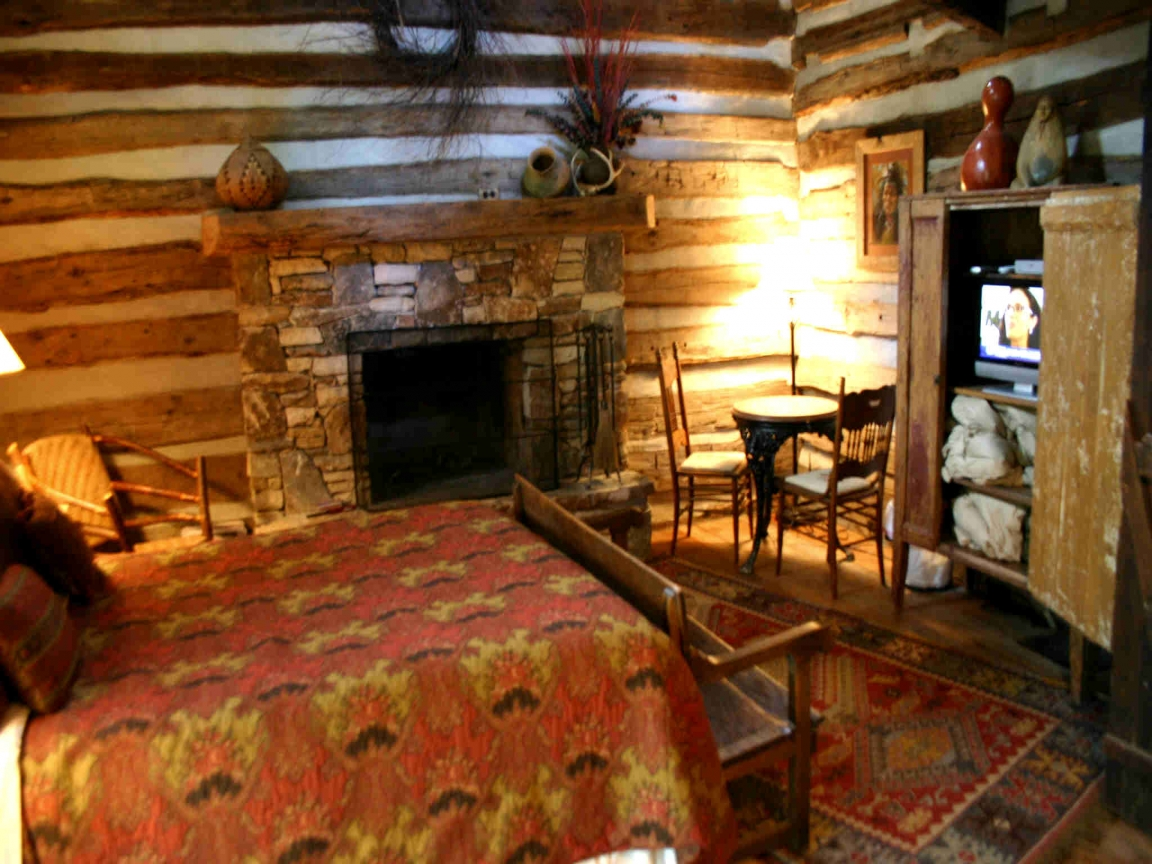 Log cabin interior ideas rustic log cabin interiors for Small cabin interiors photos