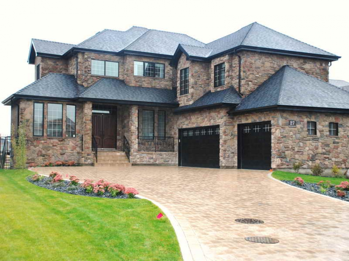 Homes with stone veneer exterior stone veneer houses for Stone veneer house pictures