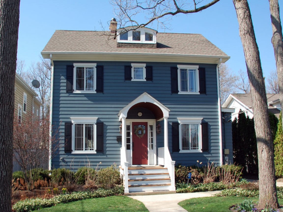 Dark blue siding colonial blue siding house with white - White house with blue trim ...