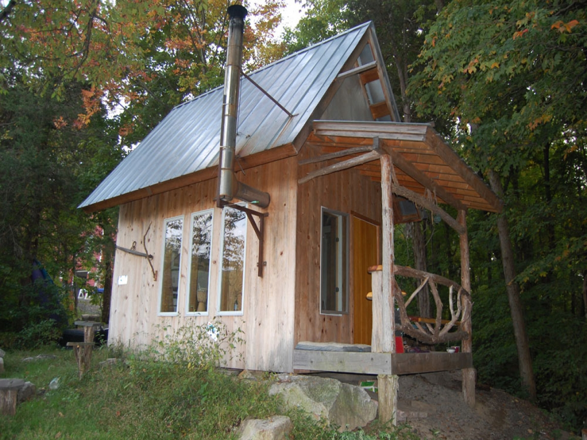 tiny house on wheels small cabins tiny houses in new york. Black Bedroom Furniture Sets. Home Design Ideas