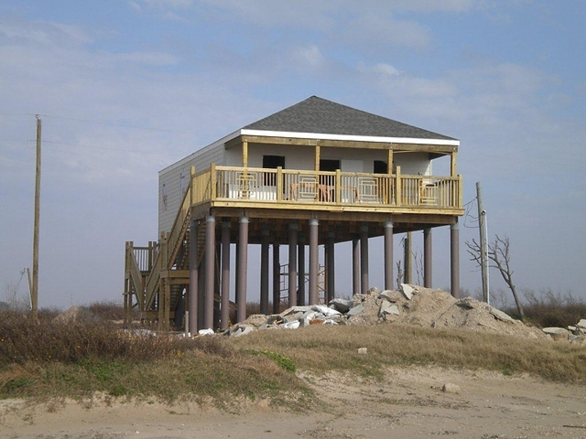 Beach house on pilings foundation modular beach house on for Modular beach homes on pilings