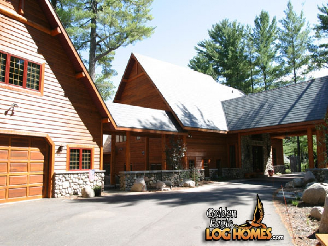 Log cabin homes with breezeway garage log homes floor for Cabin garage plans