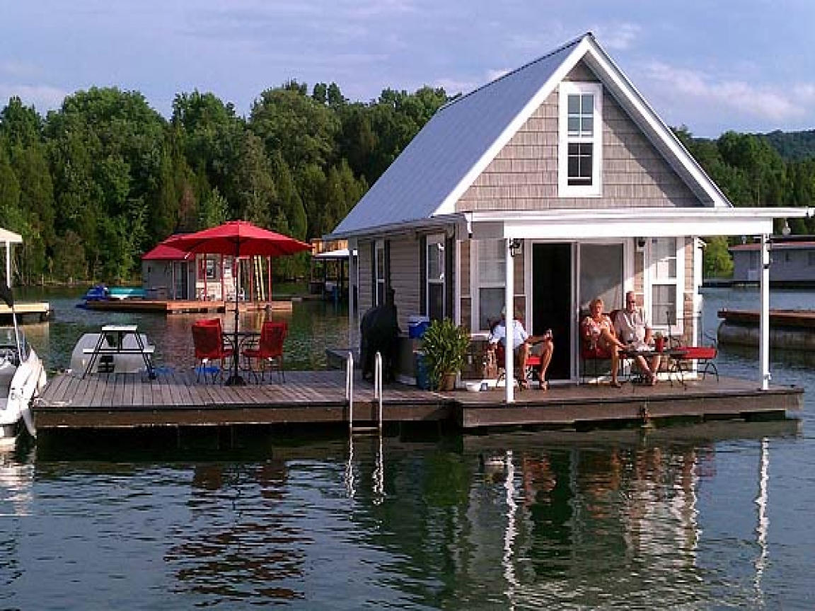 Norris lake floating houses for sale norris lake floating for 2 story lake house