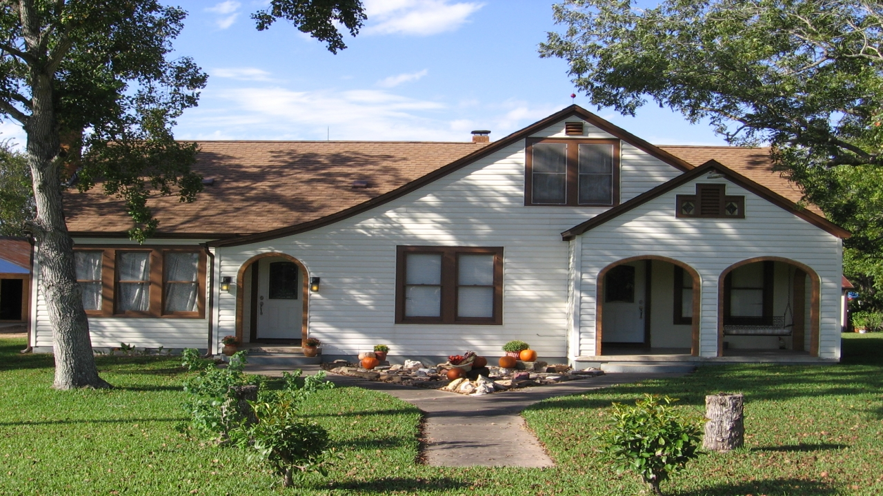 Bungalow style house 1920s bungalow style house craftsman for Bungalow builders