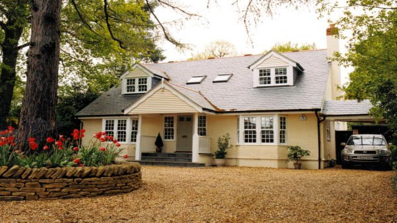Chalet style homes chalet style bungalow chalet bungalow for Chalet plans