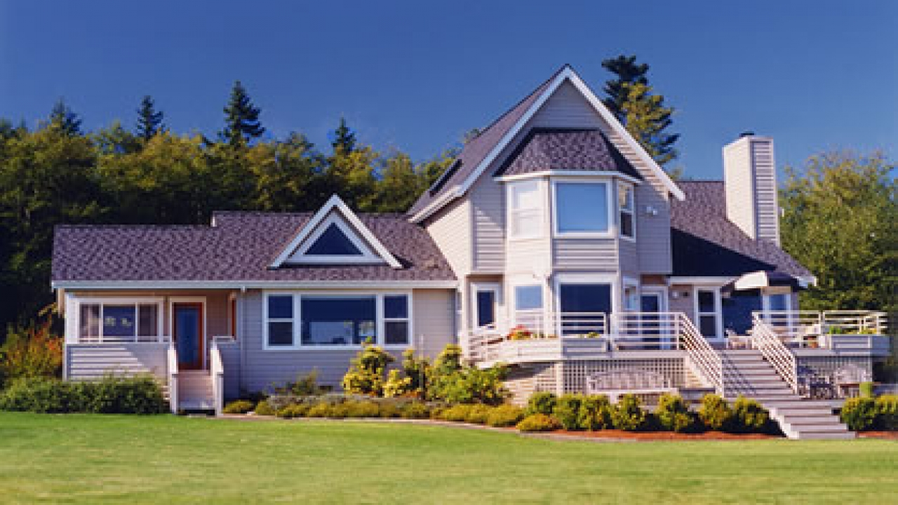 Lakeside vacation homes plans lakeside cottage lake front for Lakeside home