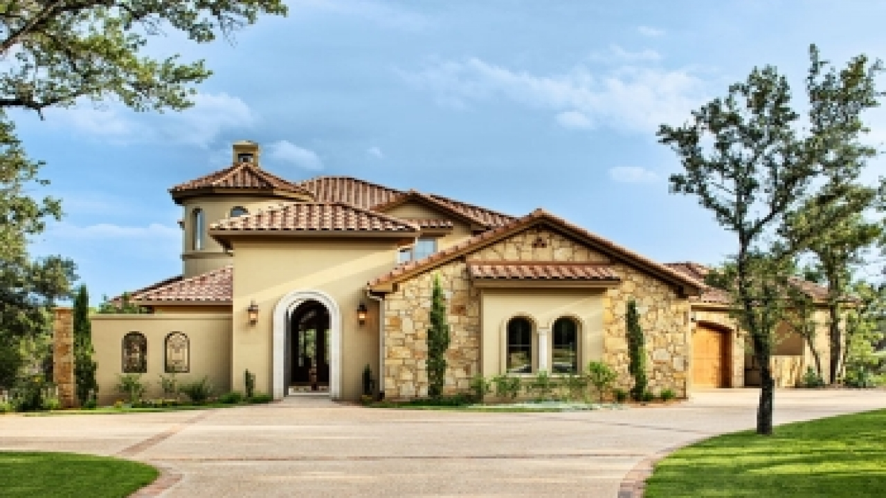 Stucco with stone accents austin stone and stucco homes for Custom colonial homes