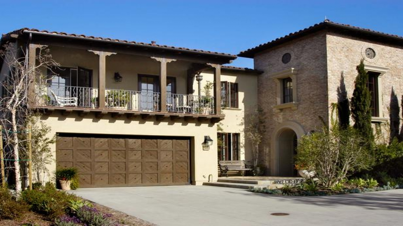 Beautiful Homes with Two-Story Balcony Two Story ...