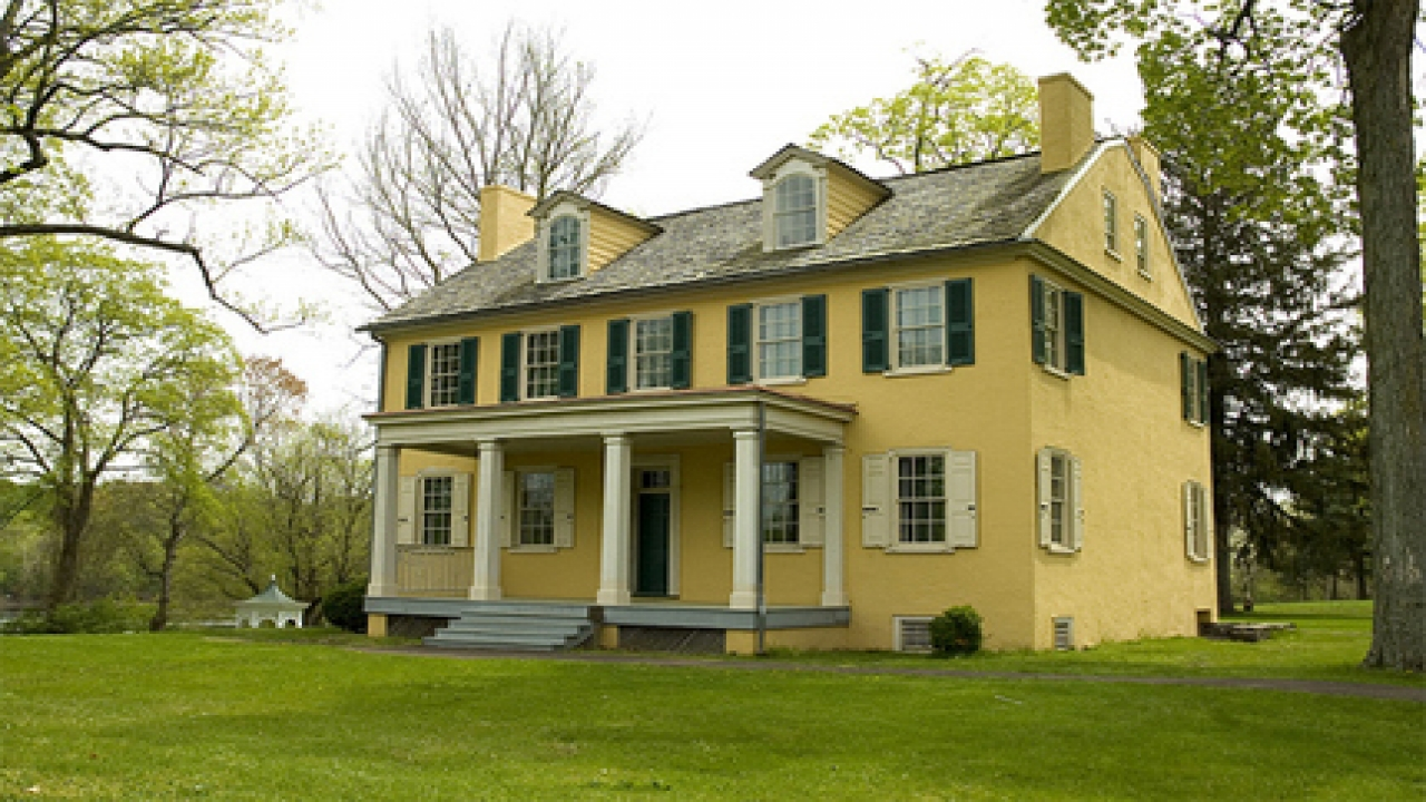 New england colonial homes old colonial homes housing in for Homes in colonial america