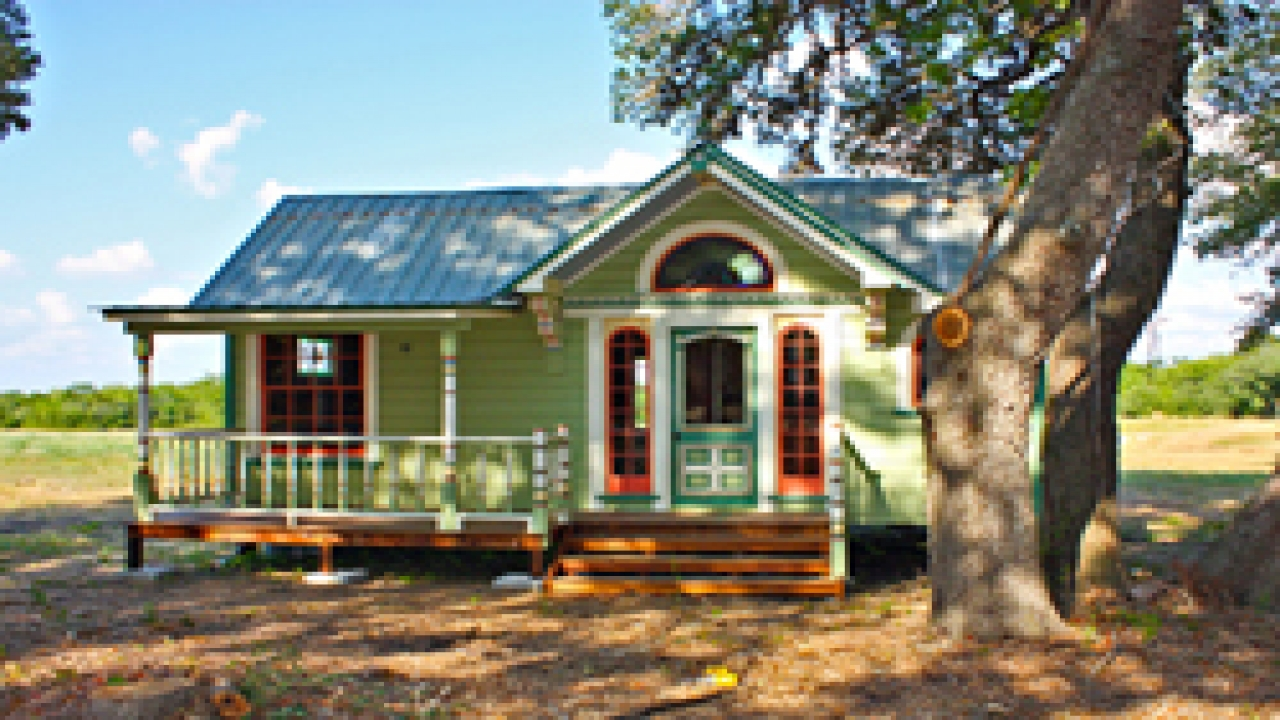 Cute tiny house inside tiny houses small home plans with for Small house plans with character
