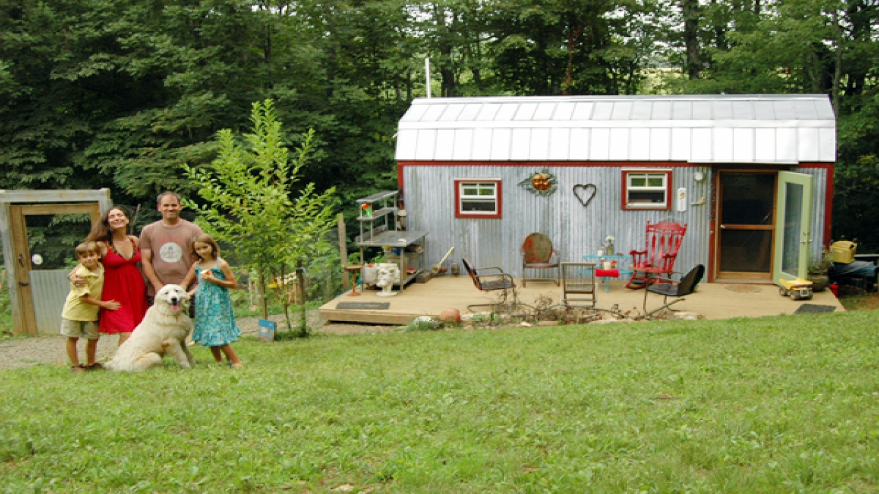 Small Family Tree Families Living In Small Houses Very Small Houses Photos Treesranch Com