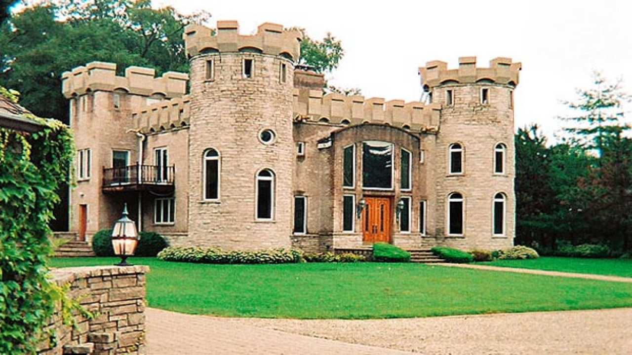 Small castle style house mini mansions houses italian for Small castle house