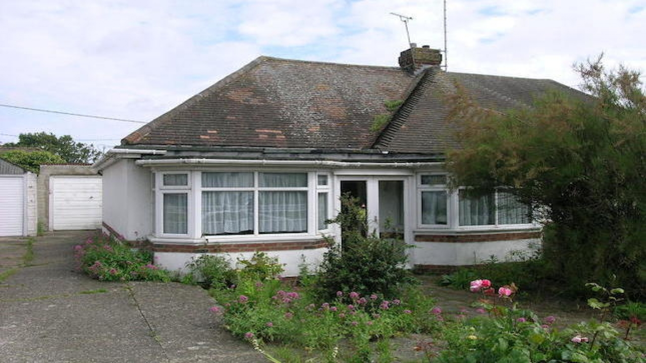 Vintage Two Bedroom Bungalows 2 Bedroom Bungalow For Sale