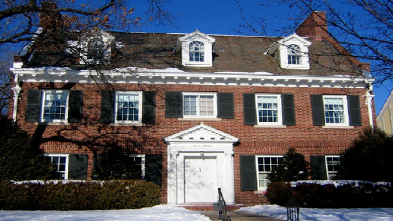 Dutch colonial style homes american colonial style homes for Colonial home builders