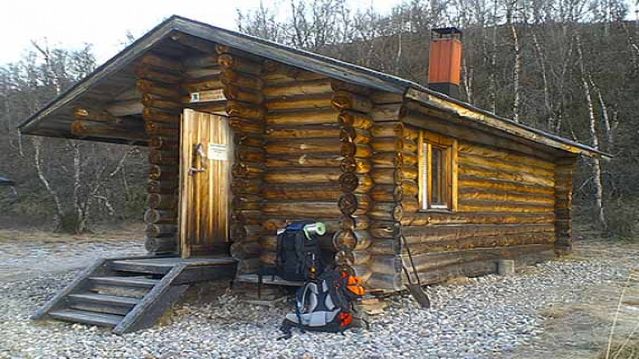 Small Tiny Log Cabins Inside A Small Log Cabins Simple
