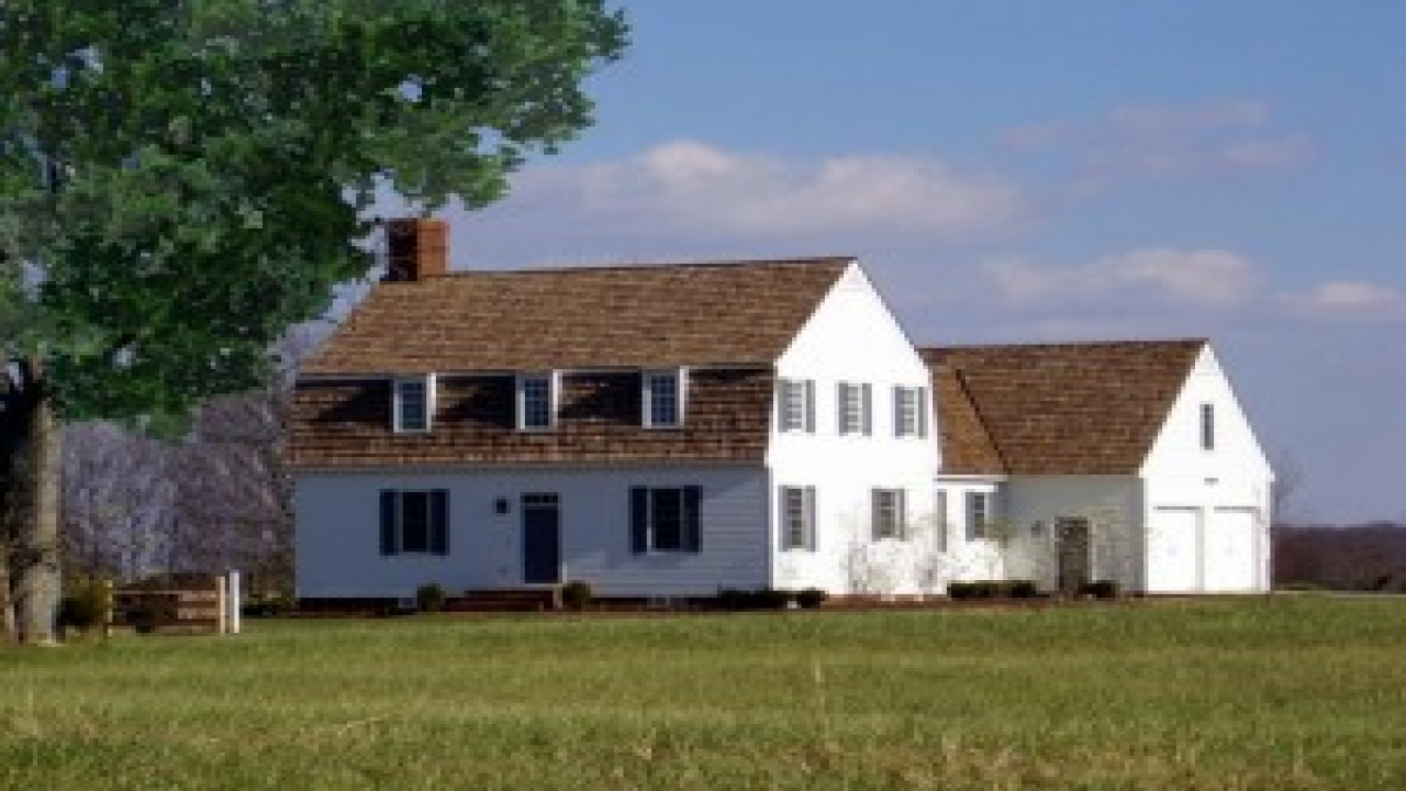 Simple colonial house plans traditional colonial house for Holiday house plans
