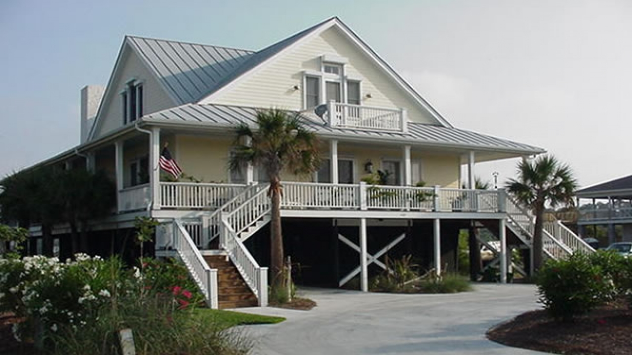 Small cottage house plans waterfront cottage house plans for Waterfront cottage