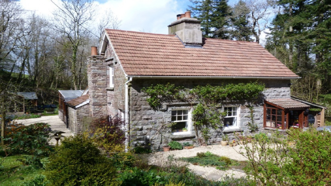 Mini cottages small stone cottage house plans old cottage for Small stone cottage house plans