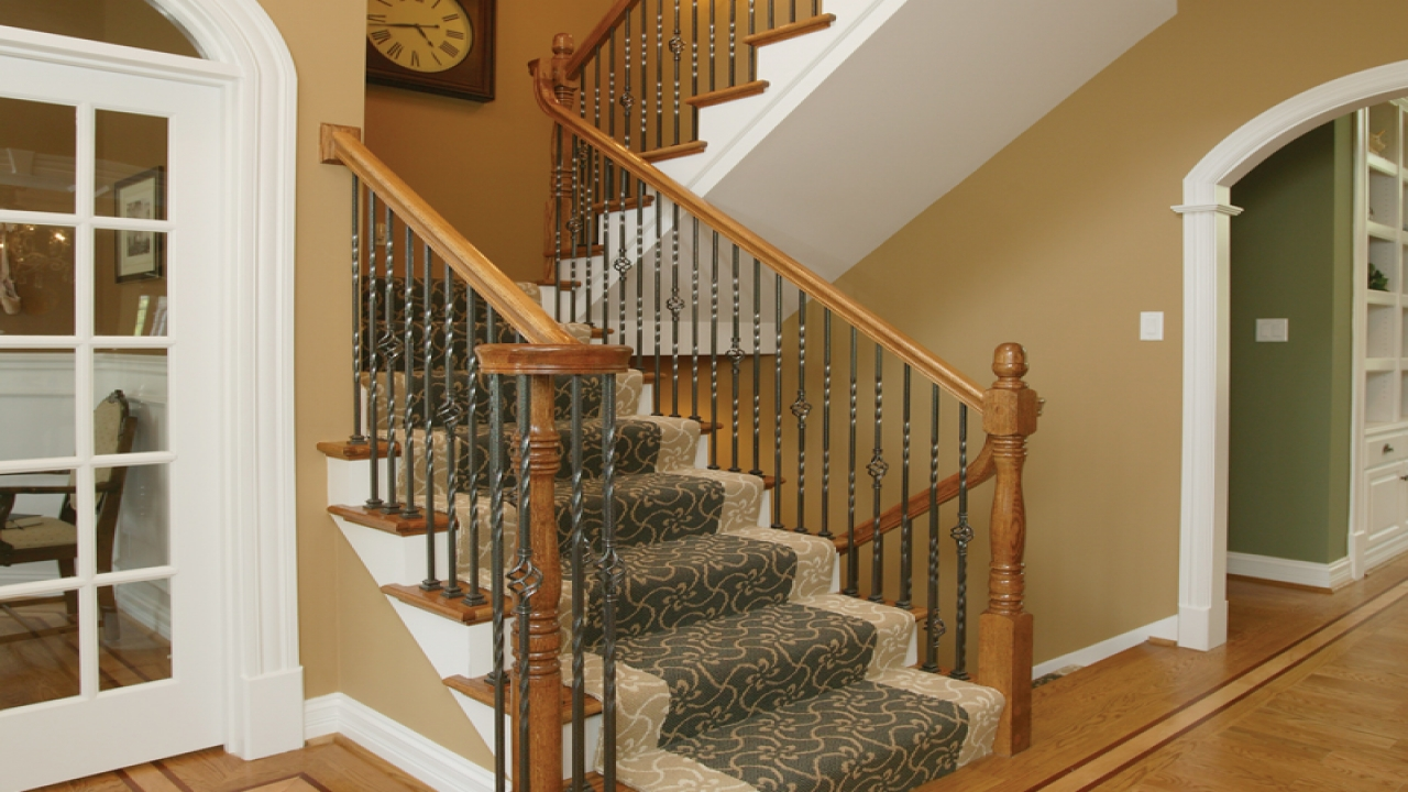 House plans with basement stairs house plans with stairs for Basement floor plans with stairs in middle