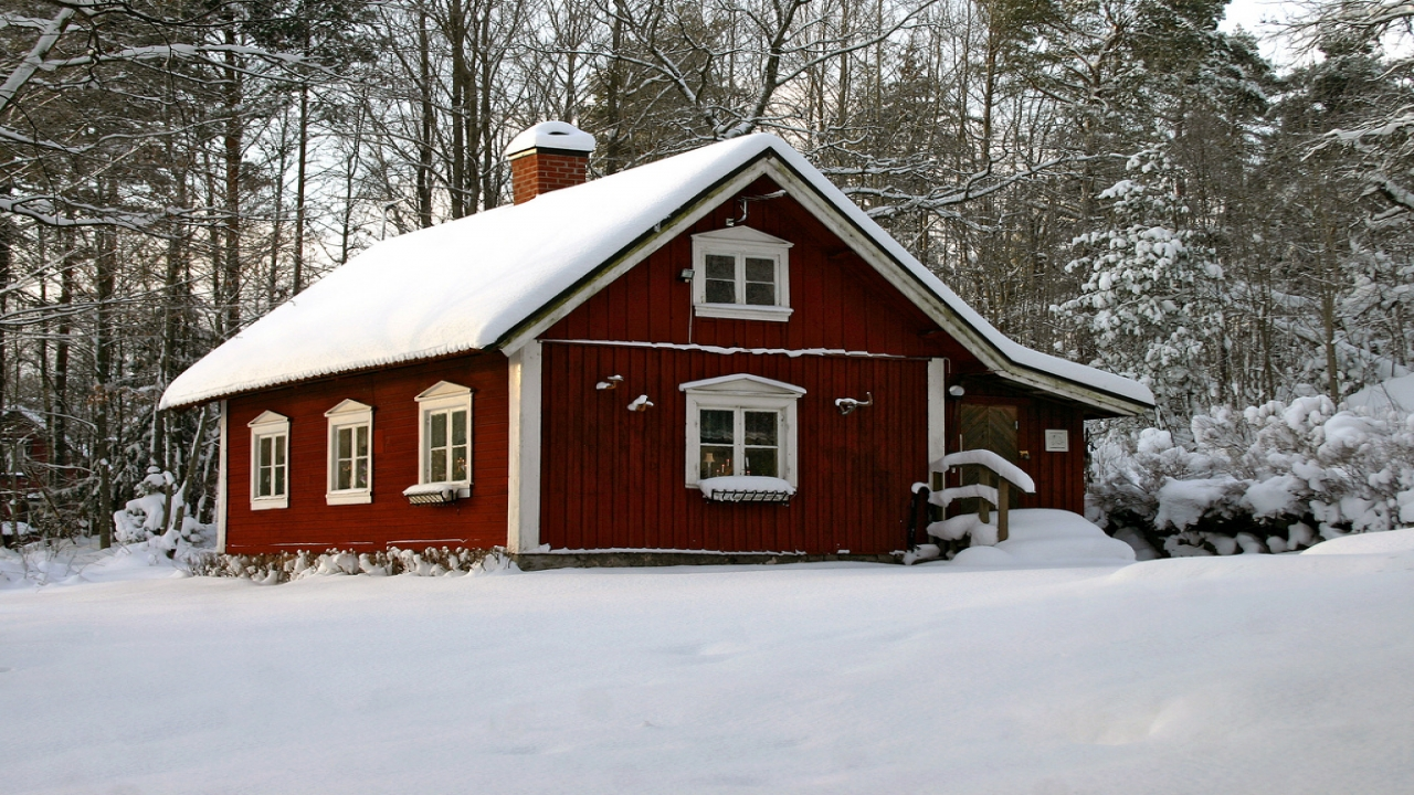 Winter trip in swedish lapland winter red traditional for Traditional swedish house plans