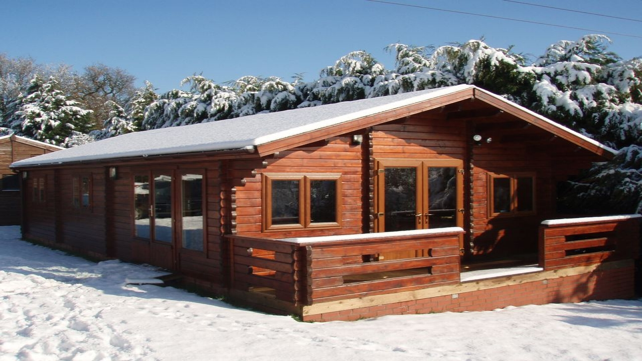 Lodge room ideas two bedroom lodge to building regulations for Two room log cabin