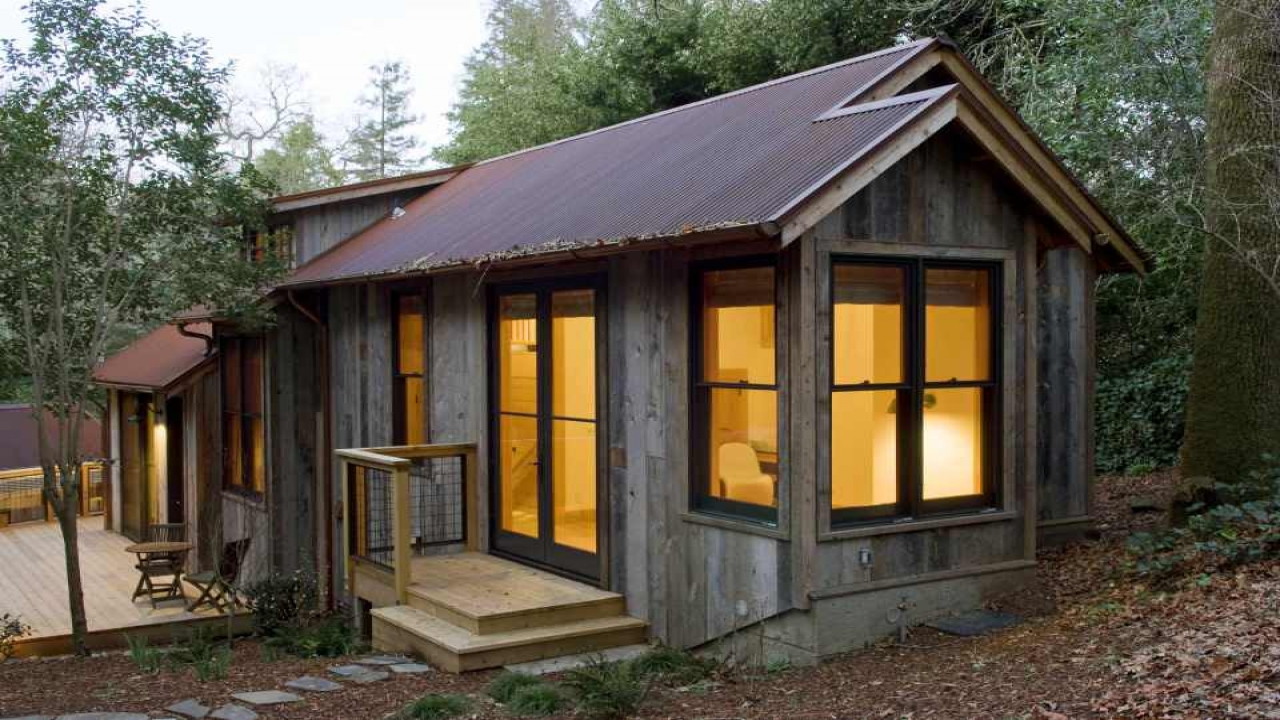 Rustic Backyard Guest House Interiors Small Rustic Guest ...