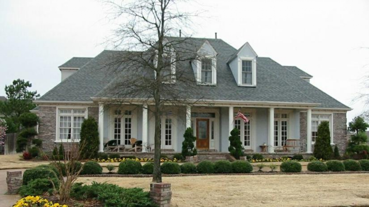 Southern house plans farmhouse style southern farmhouse for One story country style house plans