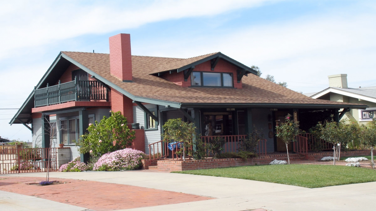 Craftsman bungalow style home exterior american craftsman for American bungalow house plans