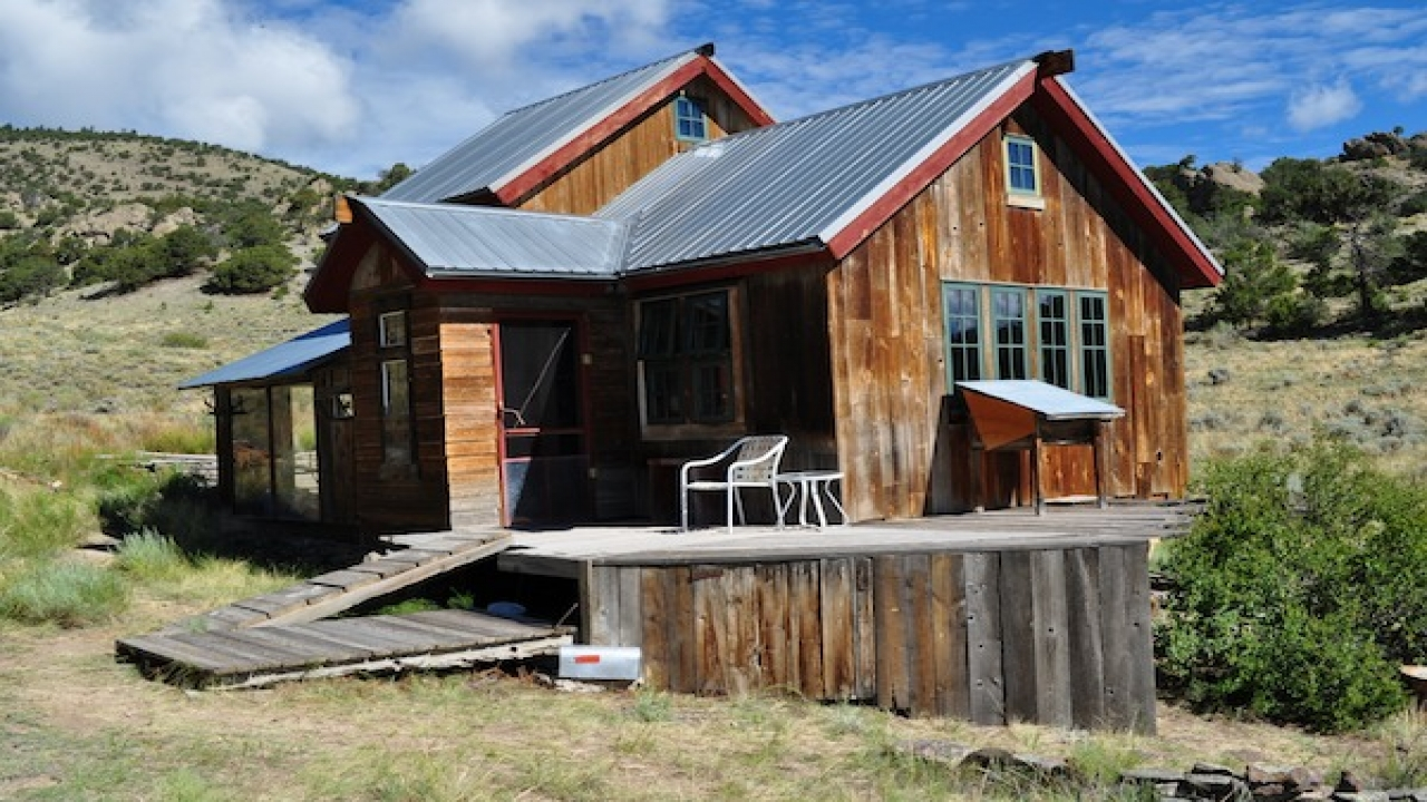 Small rustic mountain cabins rustic mountain cabin for Mountain cabin homes