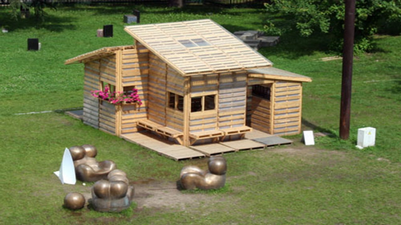 Two Bedroom Tiny Pallet House Pallet House Plans Homes