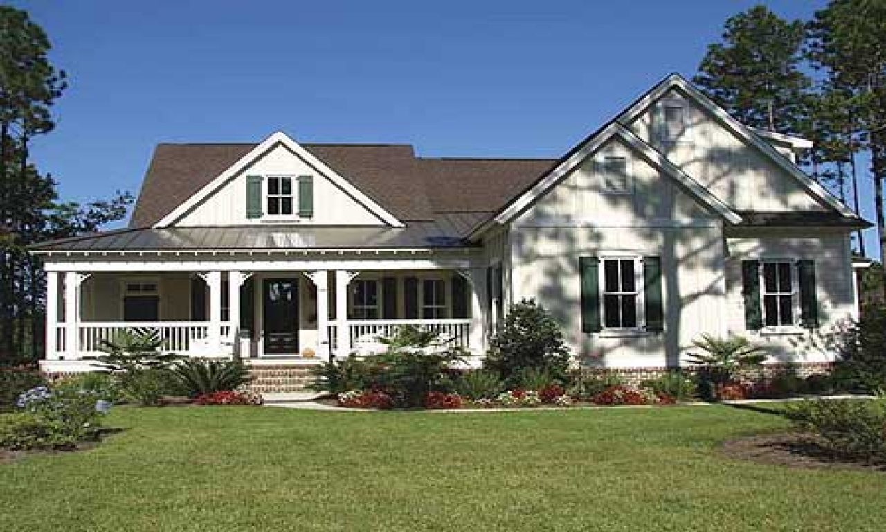 Stucco craftsman house with board and bat country country for Country craftsman house plans