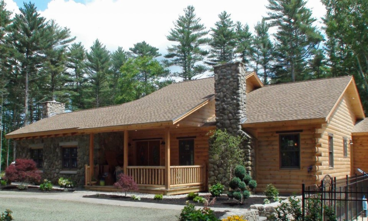 Cabin small log pictures of log cabin homes inside and out for Small log cabin homes pictures