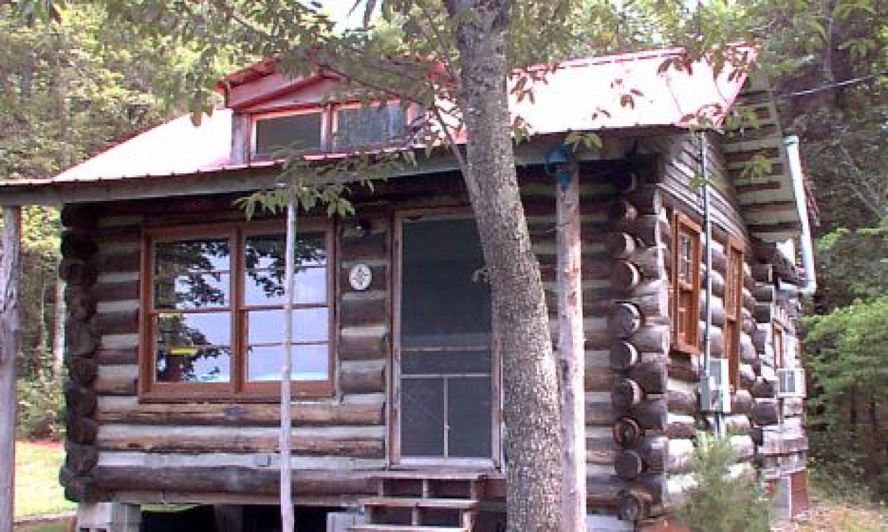 Building Log Cabins Inside A Small Log Cabins Real Log