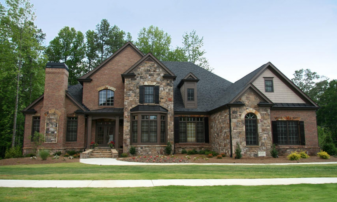 Stone Home Designs: Brick And Stone Exterior Exterior Stone Veneer, Modern