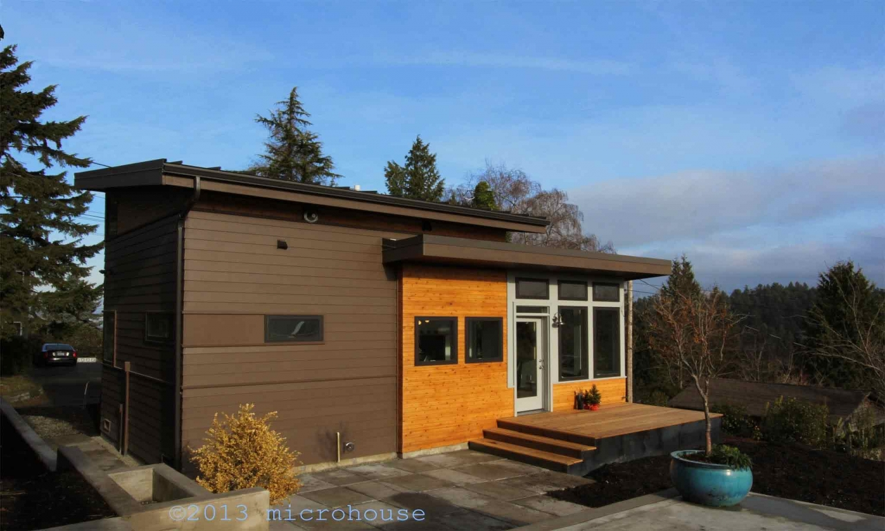 Backyard cottage small houses economical small cottage for Backyard cottage seattle