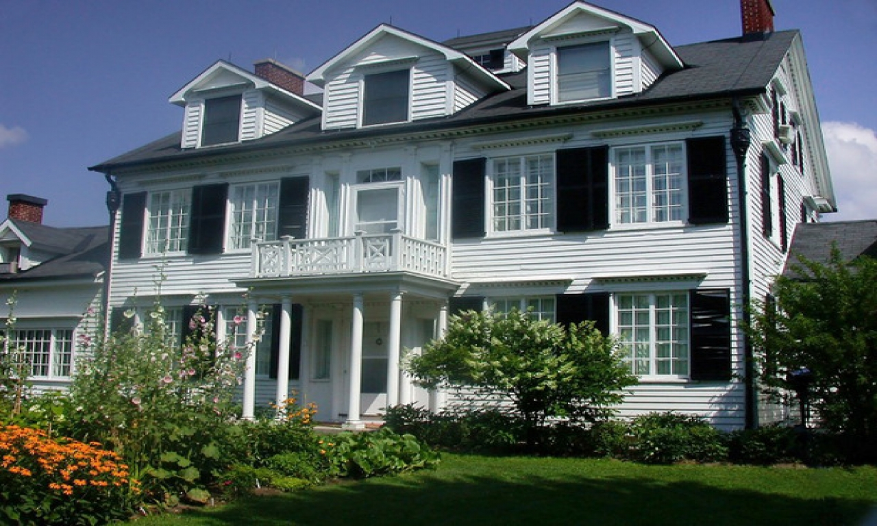 Traditional home exteriors colonial style home exterior for Conventional homes