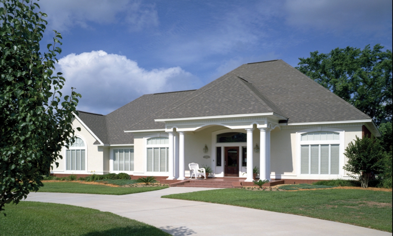 Simple single story ranch single story ranch style stucco for Simple ranch style homes