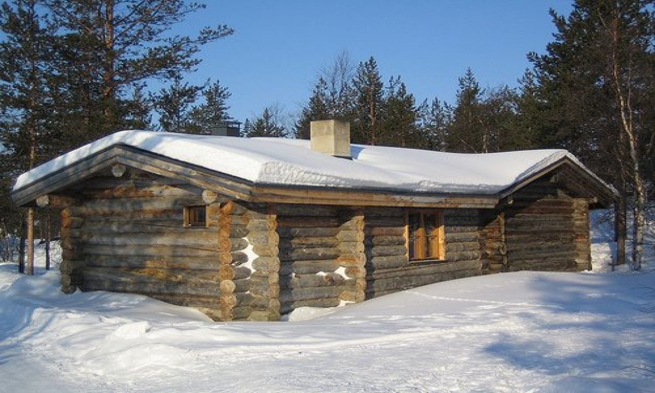 Inside a small log cabins build simple log cabin simple for Chalet homes to build