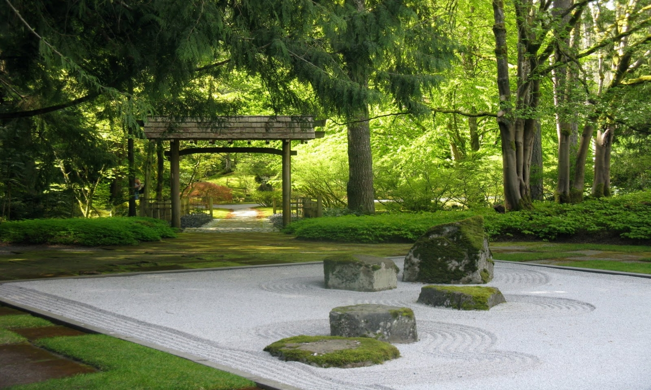 Miniature Japanese Zen Garden Design