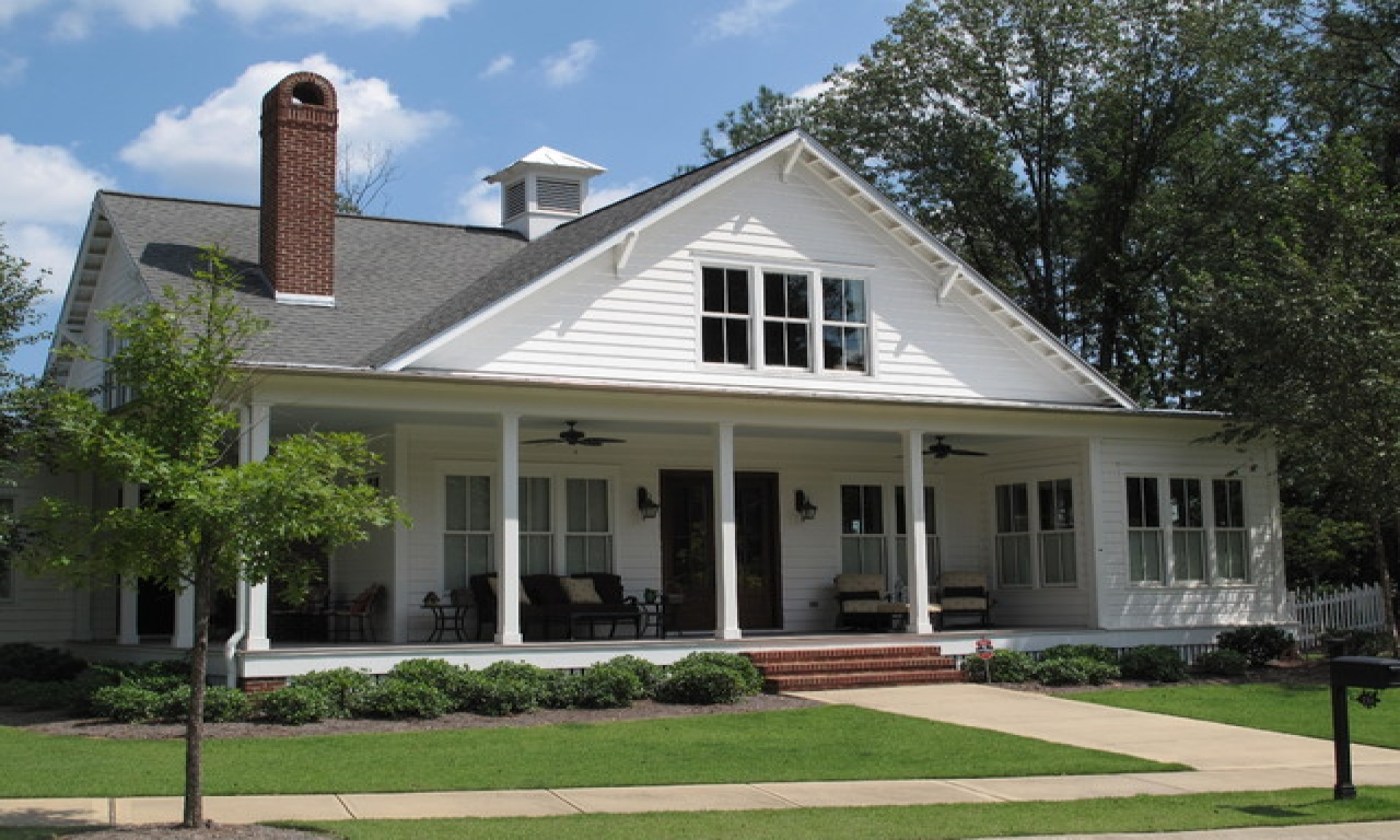 Southern house plans farmhouse style southern farmhouse for Southern style homes
