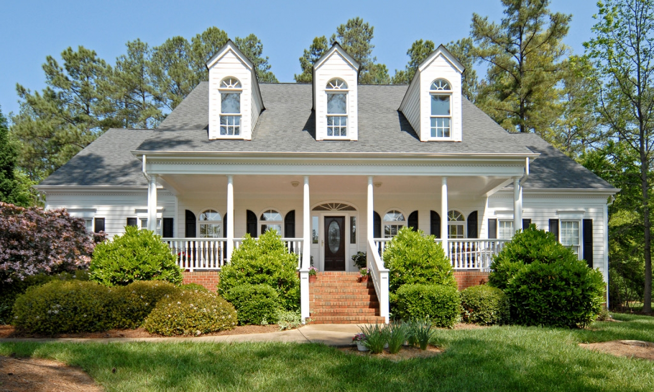 Colonial Style Homes With Front Porch Victorian Style