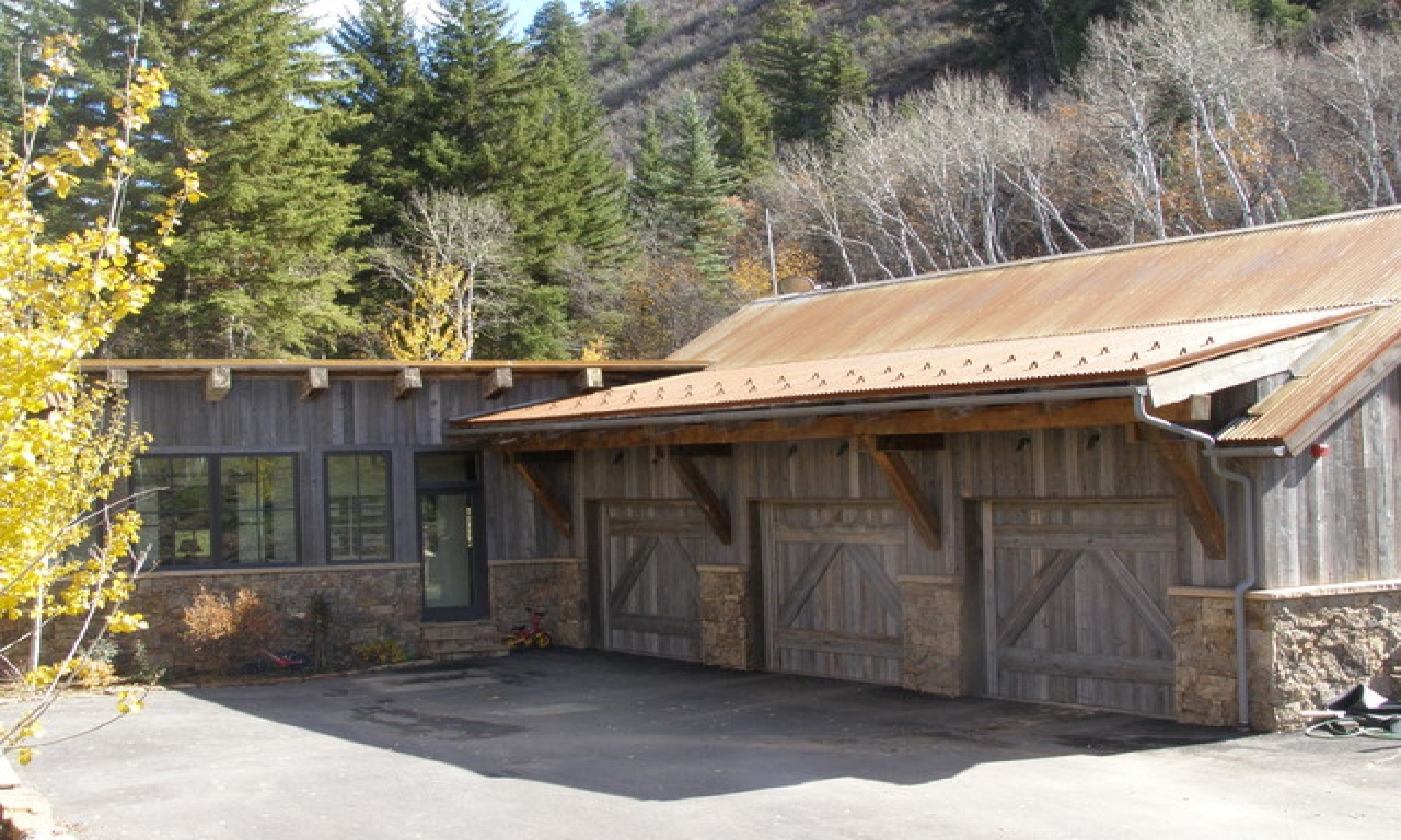 Rustic Barn Garage Barn Looking Garages Cabin Garage