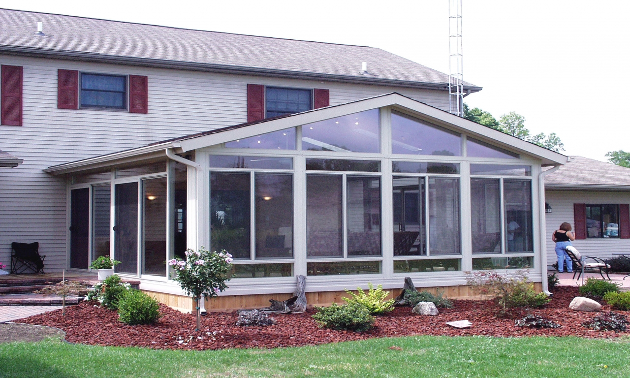 Sun room patio design ideas screened patios sunrooms for Ranch house plans with sunroom